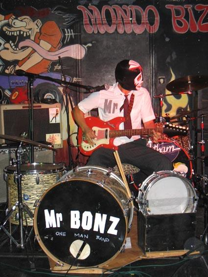 Mr+Bonz+One+Man+Band+bonz2